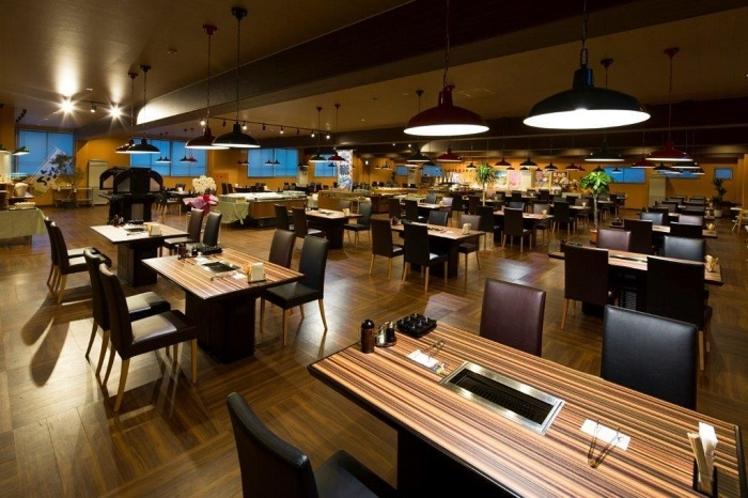 レストラン『喰海』混雑を感じさせないためにテーブルとの距離はあえて離れて設計されております♪