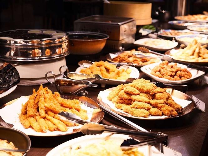 揚げ物コーナーも贅沢に用意♪から揚げ・エビフライ・カキフライ・ロブスター等がございます。