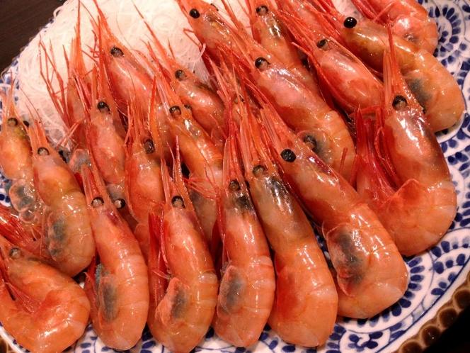 夕食時のお刺身用甘エビは大きめで大人気!