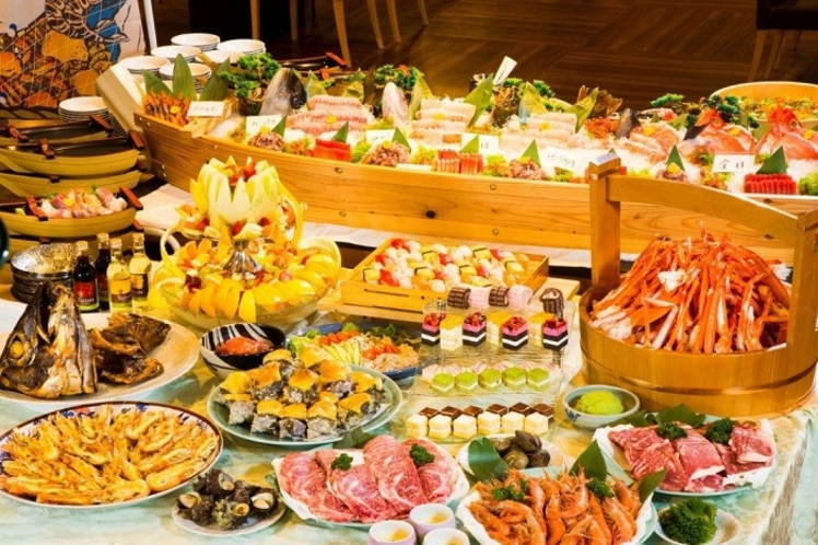 浜焼き、焼肉、お刺身、和洋中の料理とスィーツ!夕食は60種以上!朝食40種以上♪用意しています。