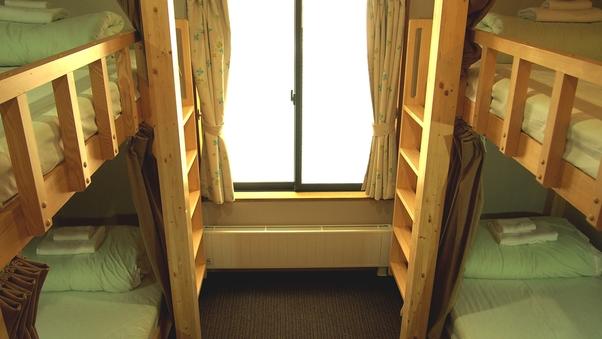 2段ベッド4人部屋 バストイレ共用