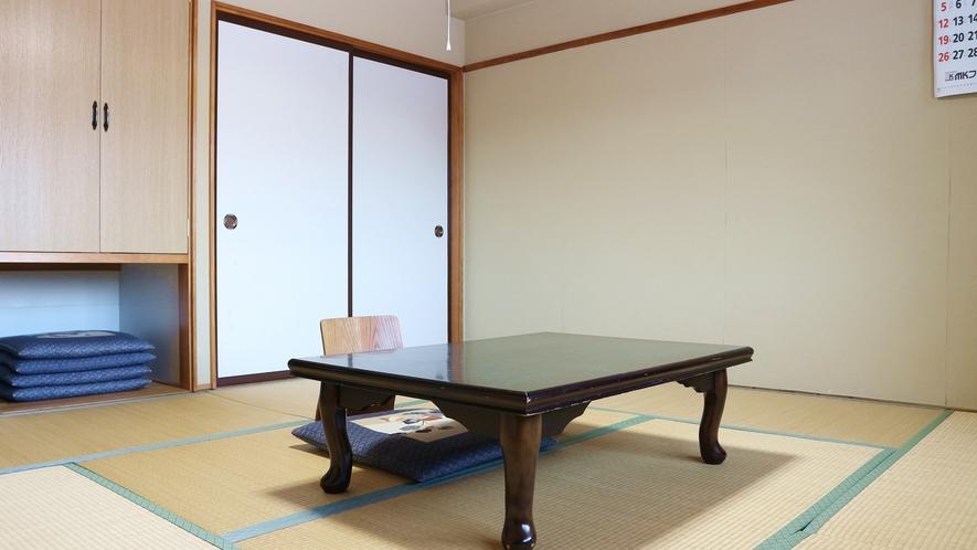 *[客室一例]晴れていれば雄大な四季折々の斑尾山を望ぞめる和室8畳(バストイレなし)の客室です