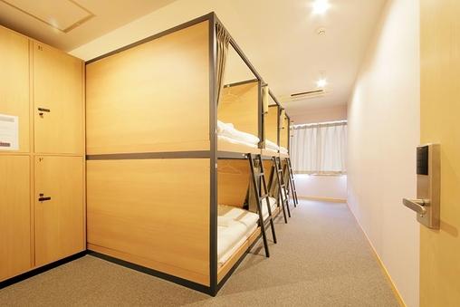 ドミトリールーム6名男女共用 二段ベッドの1台