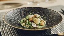 【お食事】ディナーは旬の食材の魅力を引き出した創作フレンチに舌鼓。五感で楽しむ至福のひとときを。