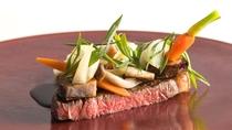 【お食事】あくなき情熱をもって旬の地元食材を盛り込んだ多彩なメニューをご用意。