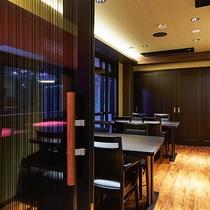 *[CAFE&DINING Cresson一例]箱根の森のレストランという言葉がピッタリな風情