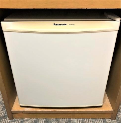 冷蔵庫 ツインのお部屋には大きな冷蔵庫を置いております。