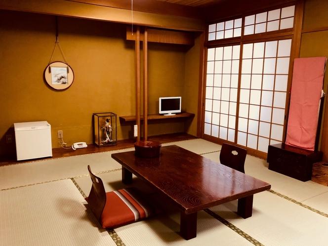 畳を張り替えたばかりの和室です。