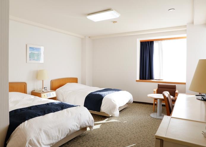 ツインルーム 広々120cm幅のセミダブル 広さには自信がありますのでゆっくりとお休みください。
