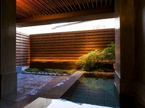 grafデザインの貸切露天風呂「月の湯」45分¥3500