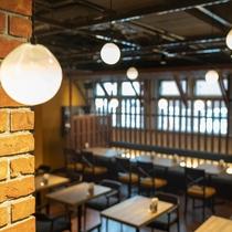 蛍の様なまばゆい灯りのレストラン