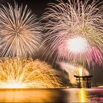 宮島水中花火大会:夏開催の宮島花火大会は、屋上からご覧いただけます。