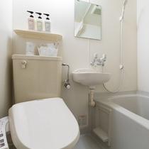 バスルーム:清潔感あふれるバスルーム。全室にユニットバス完備。