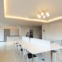 新館1階ロビー:フロント横には無料コーヒーマシンを完備していますので、ご自由にお楽しみ下さい。