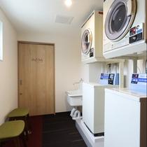 新館3階には、長期連泊にうれしいコインランドリー完備。お荷物はほどほどに、こちらでお洗濯もできます。