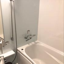 新館和室バス:和室もバス・トイレが独立型なので、ご家族・グループでのご利用にも最適です。