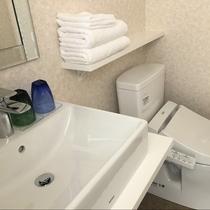 新館シャワールーム:トイレ・洗面