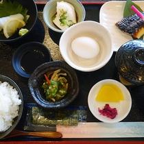 ご朝食(和食):朝食がリニューアル!和食がメインの朝食になりました!当館レストランの和朝食です。