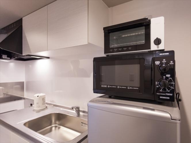 キッチン(全室共通仕様)2ドア冷蔵庫・電子レンジ・電磁調理器・オーブントースター・調理器具・食器