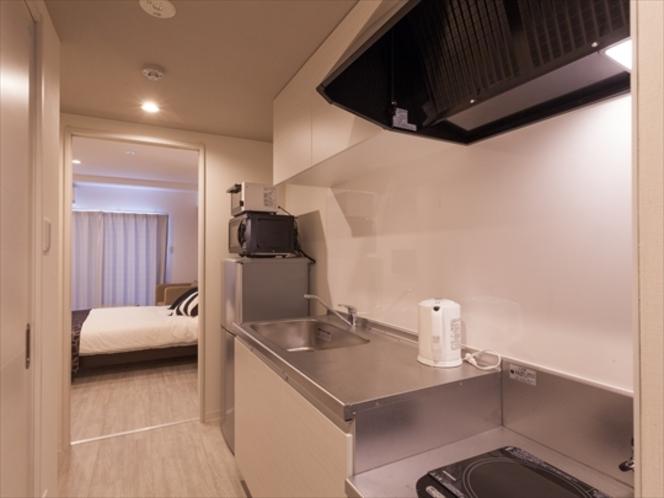 【全室キッチン付き】キッチンより寝室を望む