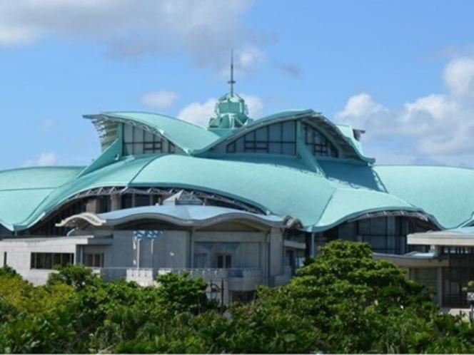 イベント多い沖縄コンベンションセンターまで車で10分!駐車場完備で移動も楽々。