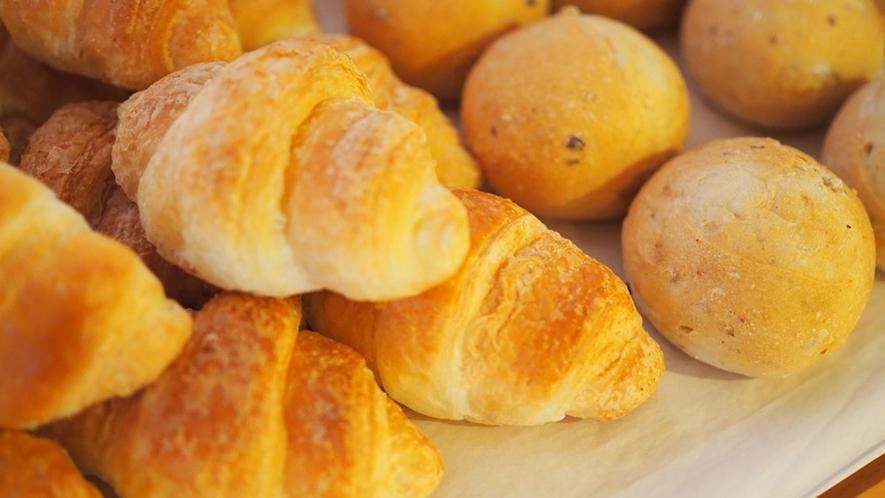 【朝食】会場にはオーブントースターがございます。あたためると、とっても美味しいですよ♪