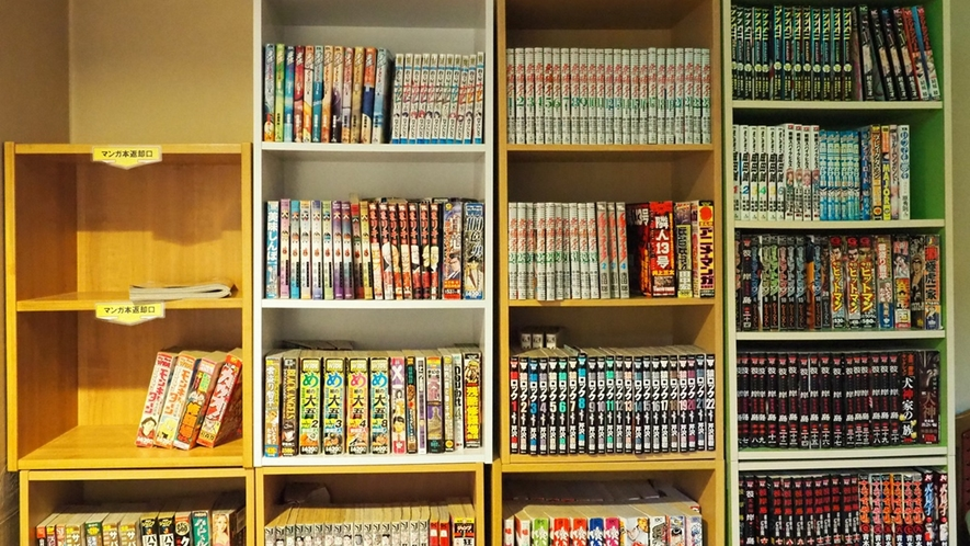 2階のエレベーターホールには、漫画貸出コーナーあり☆お部屋へお持ちになってお楽しみください。