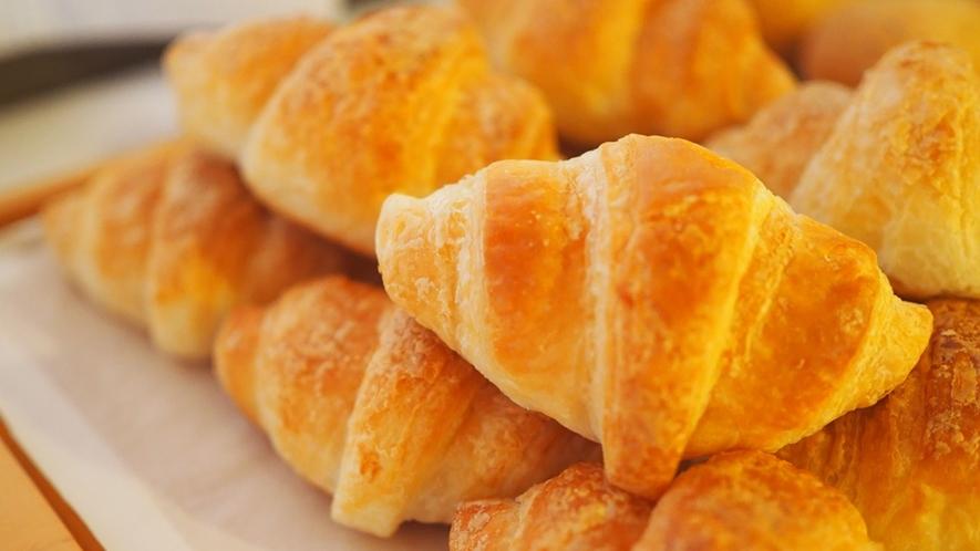 【朝食】朝食バイキングといえば、定番のクロワッサン!けれども朝食はコンチネンタルじゃありません♪