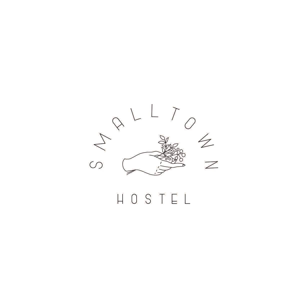 SMALL TOWN HOSTEL ロゴ