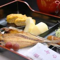 【朝食】焼魚・卵焼き