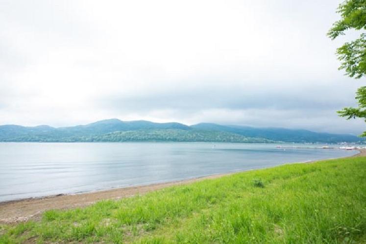ホテルからすぐの山中湖畔