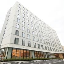 【昼】ホテル外観 正方形