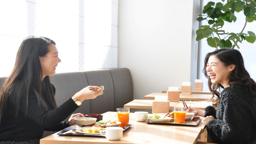 開放感溢れるお洒落なレストランでご朝食をお楽しみ下さい♪