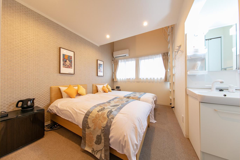 シングルベッド2, ダブルサイズマットレスx1(ロフト)203号室