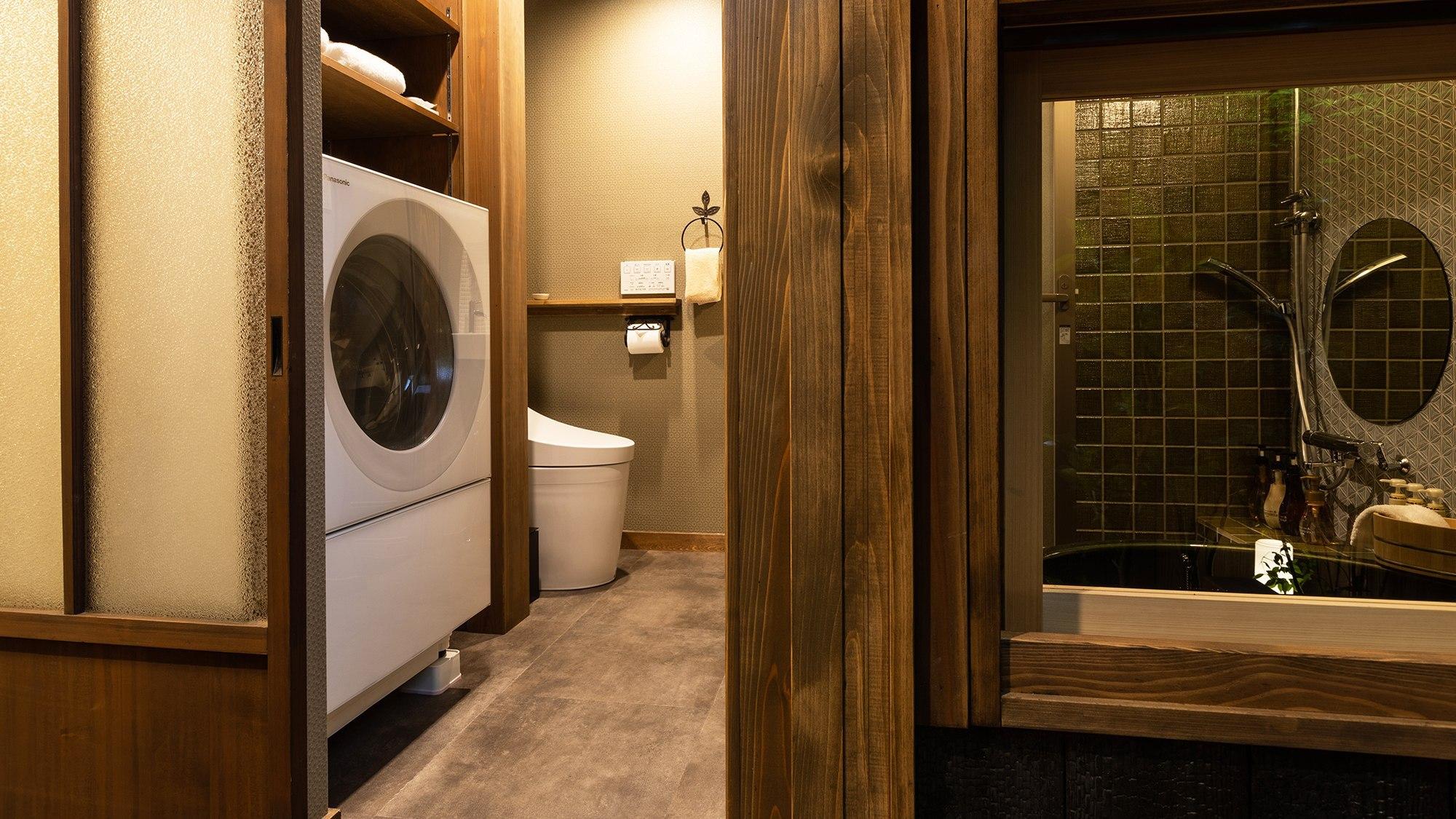 ・1階脱衣所・トイレ 乾燥機付きドラム洗濯機付き