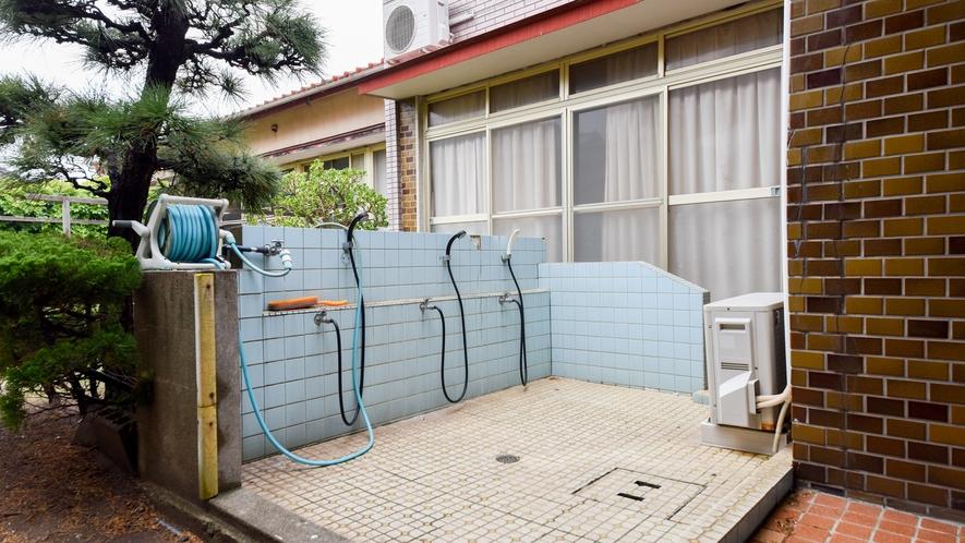 *【屋外施設/洗い場】入口横に洗い場がございますので、汚れても大丈夫♪
