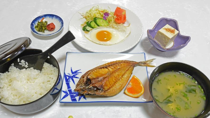 *【朝食一例】旬の焼き魚をメインとした和朝食をご用意♪ごはんはおひつでご用意致します♪