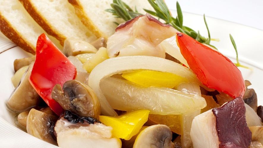 八幡平マッシュルームと蛸のアヒージョ