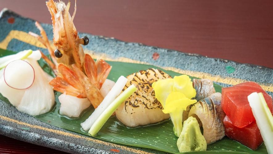【お刺身】新鮮な魚介を新鮮なままに。ぷりぷりコリコリな食感と濃厚な味わいは一度食べればヤミツキに