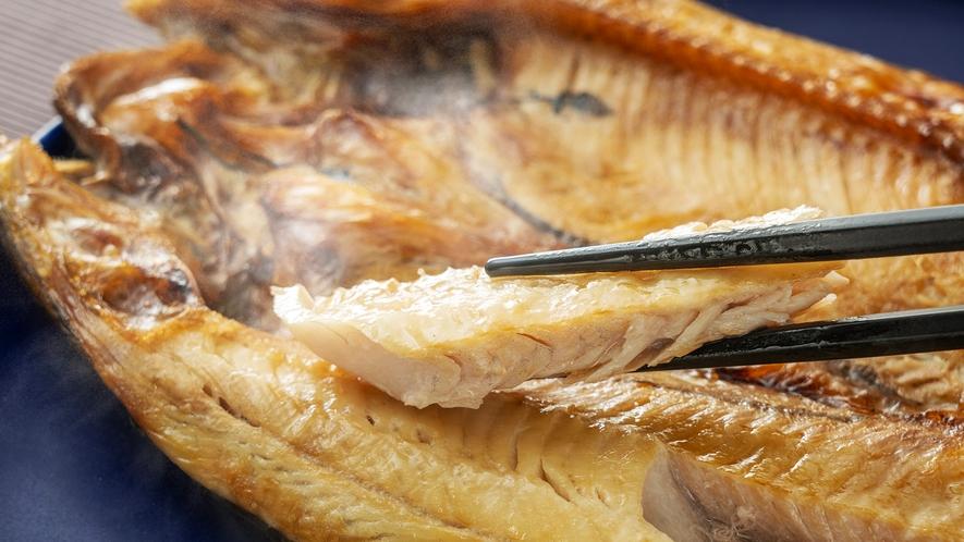 【羅臼産ホッケの干物】旨みが凝縮された、脂の乗りが良い肉厚な身に舌鼓
