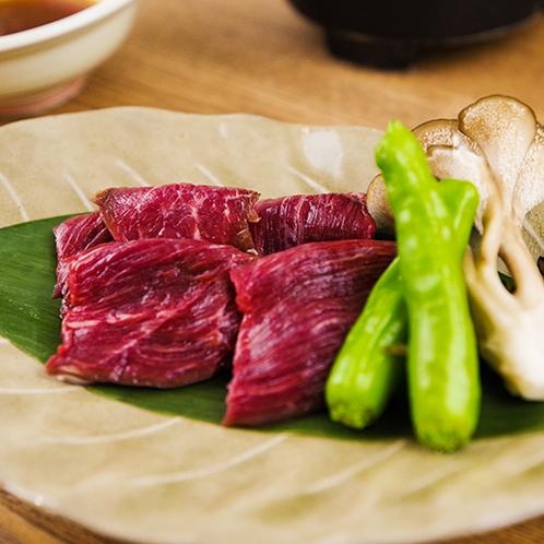 ■アラカルト料理■『知床産羆肉焼き』当宿自慢の知床ジビエの旨味と甘み、ほのかな野性味を味わえます