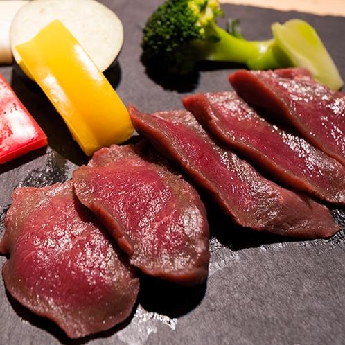 ■こだわりの食材■『知床産エゾ鹿肉』牛肉に負けないほどの旨味で深みのある味わいを愉しめます