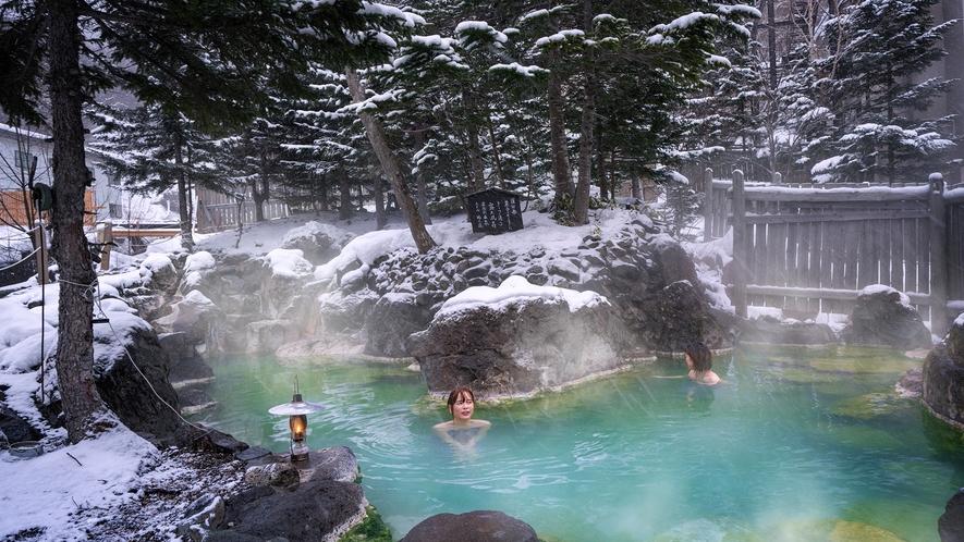 ■庭園岩風呂/混浴■北海道の地のはてに位置する当館。世界遺産の大自然の中で温泉を満喫する