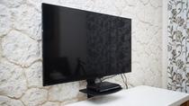 壁掛けの薄型テレビでお部屋も広々と使えます。