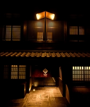 外観 夜 (IRORI exterior night view)