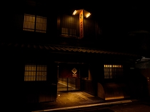 外観 夜(IRORI exterior night view)