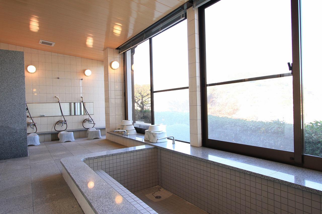 共同風呂 (大浴場 4〜8名様程度のご入浴可能)