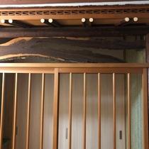 レトロな6畳和室の入り口