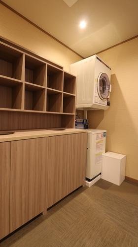 【脱衣所+コインランドリー】女性フロア内にコインランドリーを設置。連泊も安心です。