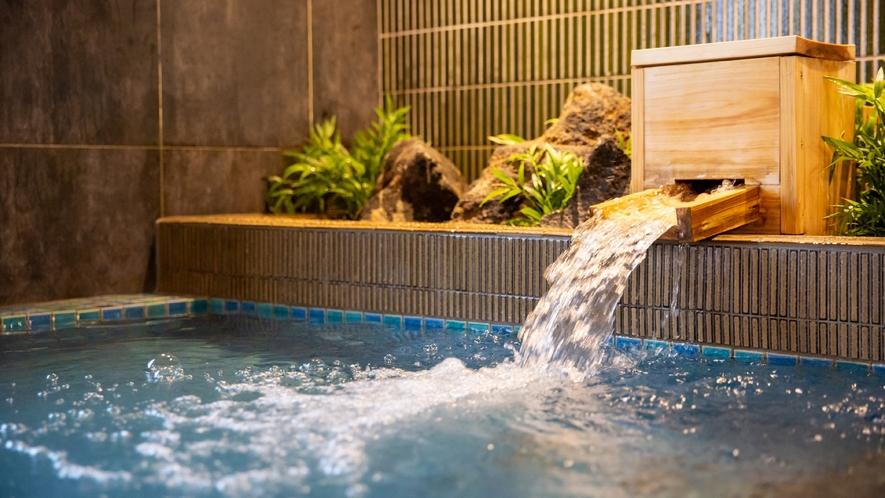 【大浴場(男性)】植栽を感じることで、室内でありながら、露天気分に。
